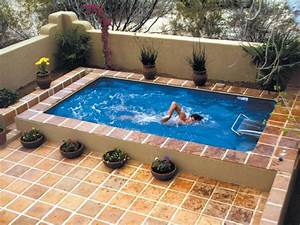Swimming Pool Dekoration : breathtaking simple small and corneric savvy space outdoor swimming pool with pottery ornaments ~ Sanjose-hotels-ca.com Haus und Dekorationen
