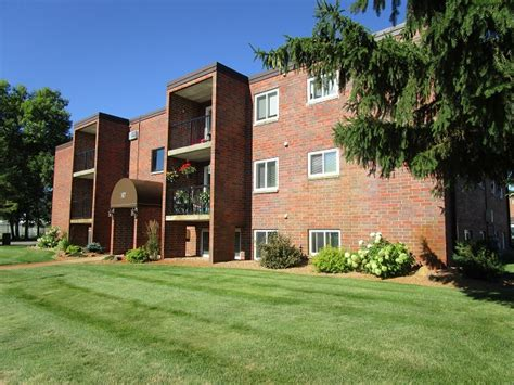 Apartments For Rent With North Lake  Hillside Apartments