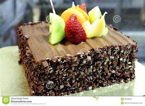 decoration gateau avec chocolat g 226 teau de chocolat avec la d 233 coration de fruit frais images stock image 30298294