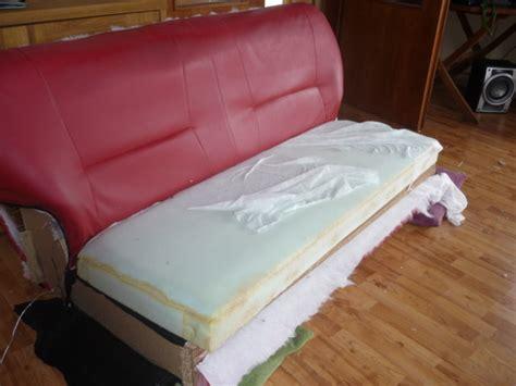 jeter un canapé recyclage direct de notre vieux canapé hs démonter vs jeter