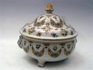 Pot A Couvert : lyon pot oille rond couvert en fa ence reposant sur trois pieds ~ Teatrodelosmanantiales.com Idées de Décoration