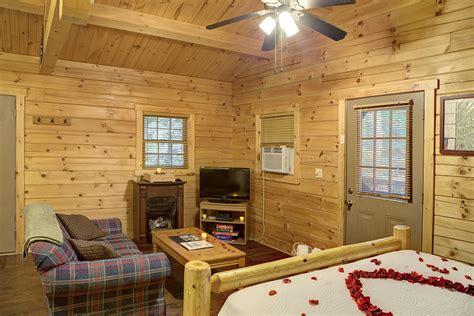 cuddle  cabin  hocking hills  getaway cabins