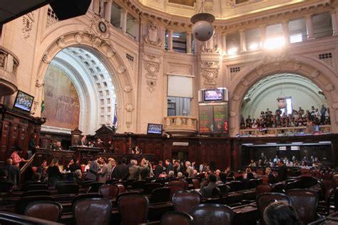 Eleitores Do Rj Renovam Mais Da Metade Dos Deputados Da