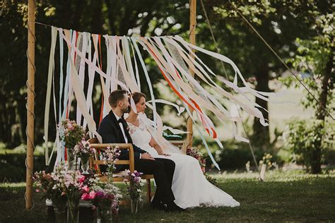 rustic wedding filled with ribbons with an outdoor