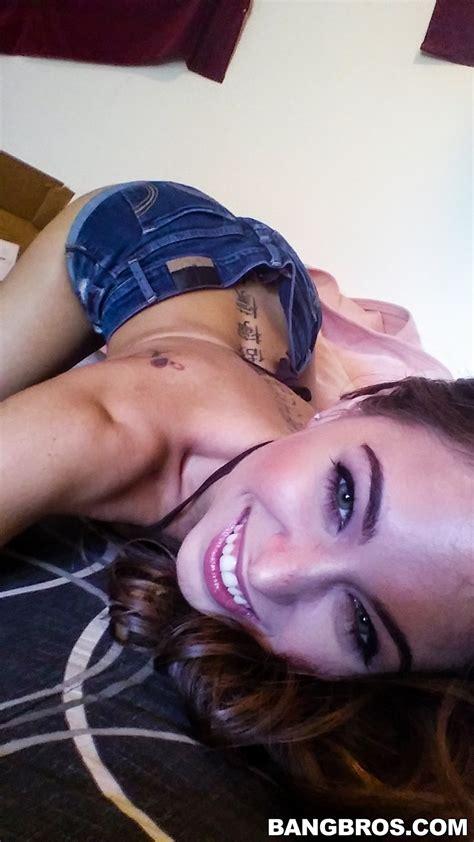 Riley Reid Is Making Sexy Selfies Milf Fox