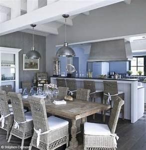 visitez cette maison de reve a l39ile d39yeu coins table With idee deco cuisine avec mobilier salle À manger contemporain