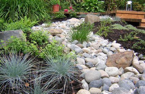 rock landscape ideas pea gravel patio landscaping landscaping gardening ideas
