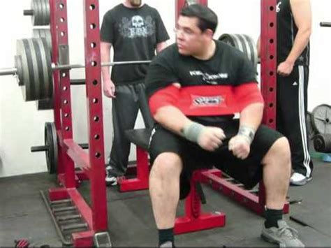 slingshot bench press bench press 550 lbs x 1 and 605 lbs x 1 with