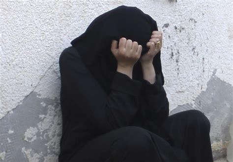 Female Jihadist Guide Dispels Myths Of Life Under Isis