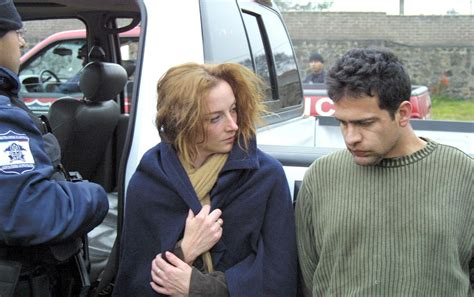 Piden a Calderón sacar las manos del caso Florence Cassez