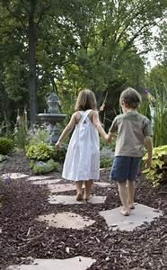 Rindenmulch Als Gartenweg : rindenmulch als bett erinnert an waldboden und wirkt ~ Lizthompson.info Haus und Dekorationen