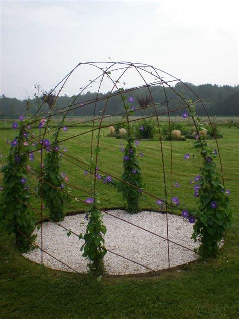 faire une tonnelle en fer les 25 meilleures id 233 es concernant tonnelles treillis sur tonnelle de jardin