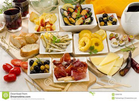 cuisine en espagnol cuisine espagnole variété de tapas des plats blancs