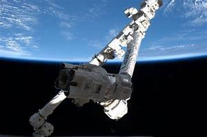 Canadarm Ready to Ensnare Space Dragon after March 1 Blast Off