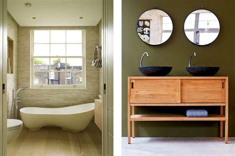 kleines badezimmer mit badewanne und dusche