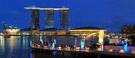 marina bay sands hotel dominates  skyline  singapore