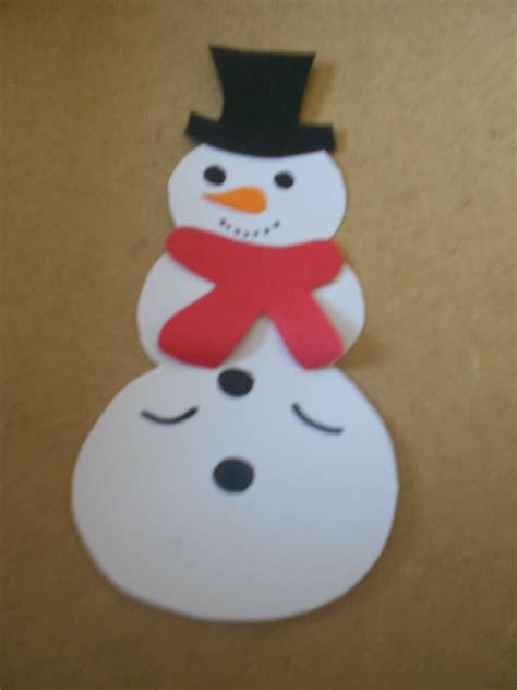 Bastelanleitung und vorlage zum ausdrucken für das papierspielzeug. Ein Schneemann zum Ausschneiden als winterliche Bastelidee