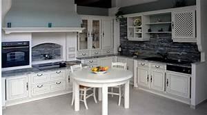 Table Cuisine Blanche : table ronde cuisine gaio photo 13 15 une table ronde blanche dans une cuisine rustique ~ Teatrodelosmanantiales.com Idées de Décoration