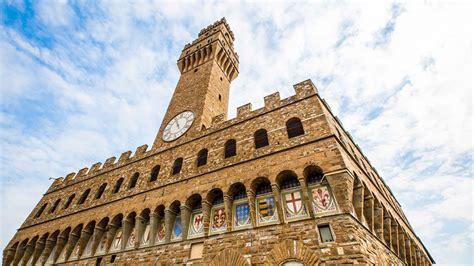 It is overlooking piazza della signoria. Palazzo Vecchio Architecture | GetYourGuide