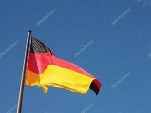 Deutsche Fahne Kaufen : deutsche fahne stockfoto claudiodivizia 49148959 ~ Markanthonyermac.com Haus und Dekorationen