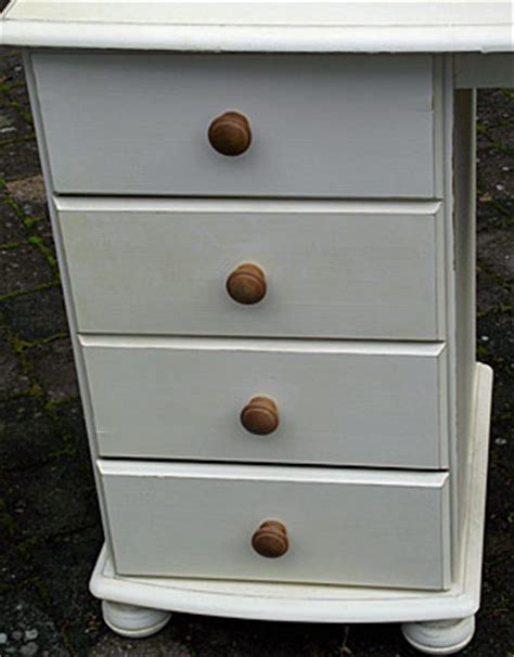 paint pine furniture shabby chic shabby chic painting and distressing in sitting rooms