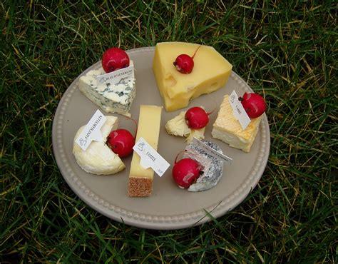 des souris dans le fromage de vivre