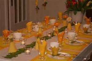 Tischdeko Frühling Geburtstag : fr hlingshafte tischdeko in gelb tischlein deck dich ~ One.caynefoto.club Haus und Dekorationen