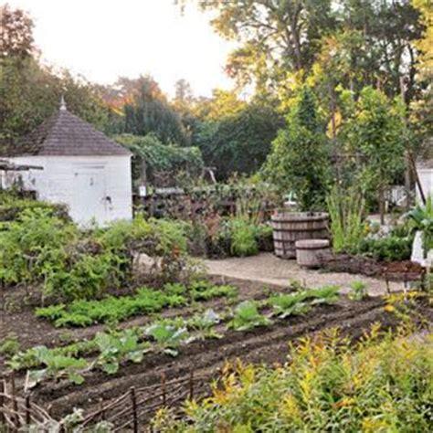colonial williamsburg gardens travel