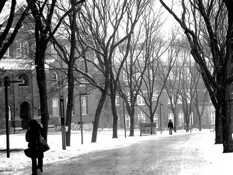 campus alumni walk