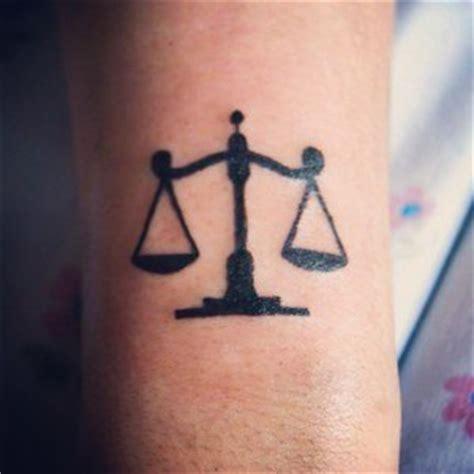 Découvrir Le Charme D'un Tatouage Balance