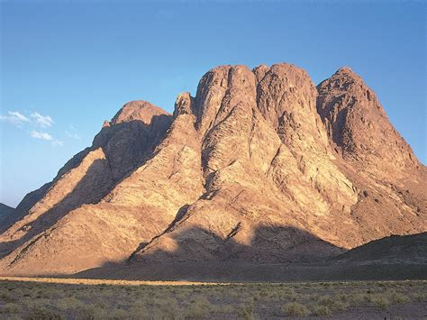 To gradually increase, rise, or get bigger: Mount Sinai, Egypt
