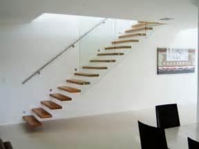 kleines badezimmer einrichten freitragende treppe coole ideen archzine net