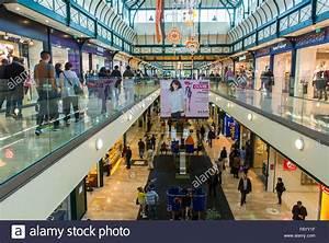Centre Commercial Val D Europe Liste Des Magasins : paris france people shopping inside mall centre ~ Dailycaller-alerts.com Idées de Décoration