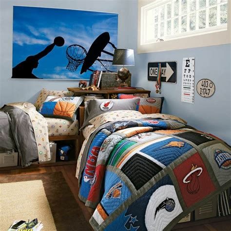 sport de chambre chambre garçon 10 ans idées comment la décorer