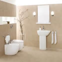 bad einrichten beige sanftes beige fliesen helle farben optisch grosser badezimmer