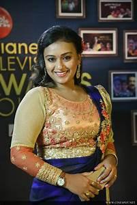 Varada At Asianet Television Awards 2016  3