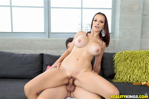 lexi luna sucks and fucks a guy she picked up by the pool pichunter