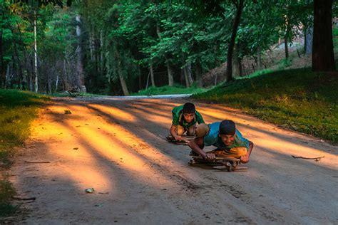 fotos magicas de criancas brincando ao redor  mundo