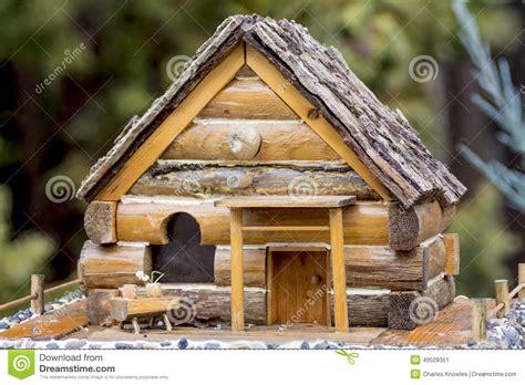 maison en bois pour oiseaux 28 images mangeoire d oiseaux en bois accessoires de maison par