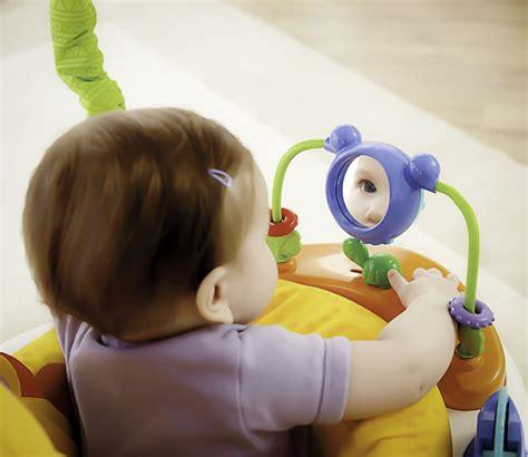 siege bebe tournant tables d 39 éveil et d 39 activité faire le bon choix pour bébé