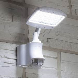 Projecteur a detection solaire caraibes 270 lm blanc for Carrelage adhesif salle de bain avec lampe exterieur led avec detecteur de mouvement