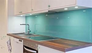 Spritzschutz glas kueche in der trendfarbe smaragdgrun for Glas spritzschutz küche