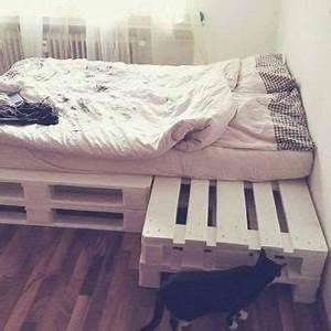 Matratze Für Palettenbett : so einfach kannst du dir ein cooles palettenbett selber bauen flixbi ~ Eleganceandgraceweddings.com Haus und Dekorationen