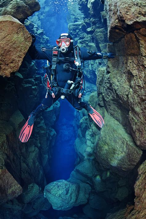 diving silfra day tour guide to iceland