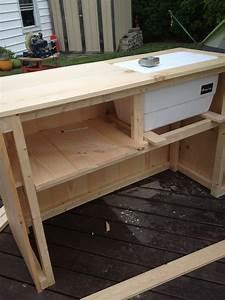 Diy outdoor bar with built in cooler for Diy outdoor bar