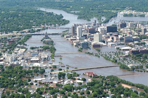 Cedar Rapids by Cedar Rapids Residents Flee Homes Ahead Of Expected Floods