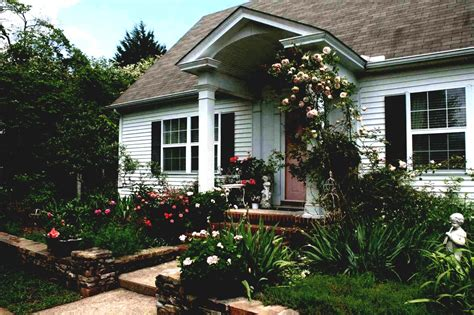 Small Front Yard Landscaping Ideas To Define Your Curb