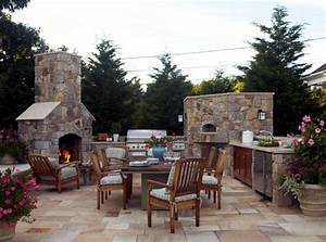 Stone barbecue fireplace – the highlight in the garden