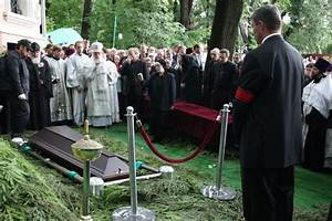 The gallery for --> Coffin In The Ground