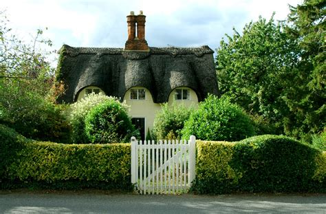 Best Traditional Decor Tips For A British Cottage
